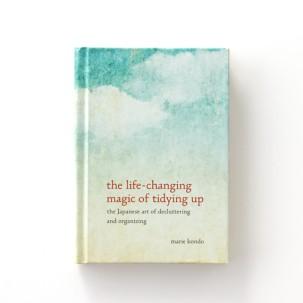 decluttering-book-2-d112046_sq