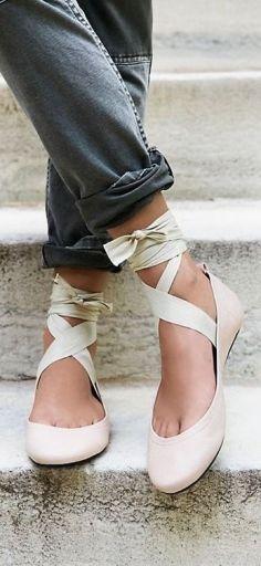c607ced5917ab6ec83d3969cc43fcfb1--ballet-flats-ribbon-shoes.jpg
