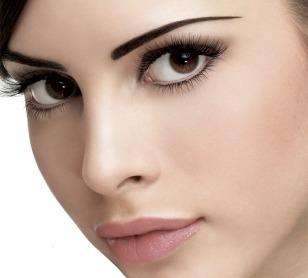 how_to_wear_under_eye_eyeliner.jpg